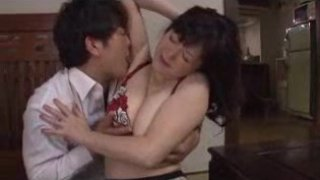 Mature slut gets fucked in a Japanese porn
