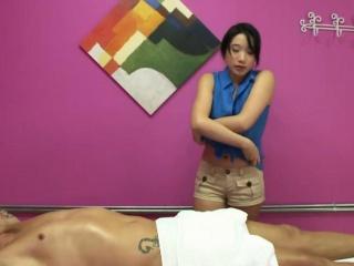 Asian masseuse tugging client on hiddencam