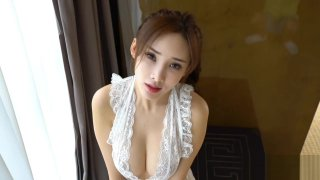 Chinese Model: Zhou Yanxi(周妍希) shows her sweet pussy
