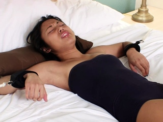 Asian girlfriend gets bound to the bed